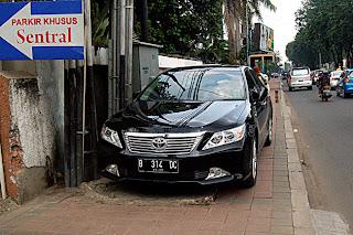 Parkir mobil mahal