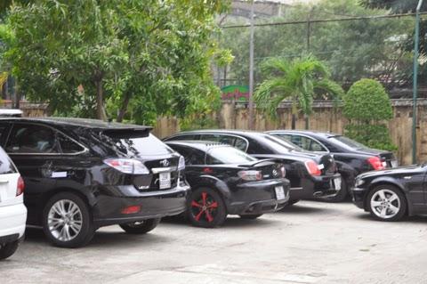 Tạm giữ 16 siêu xe tại cảng Đà Nẵng