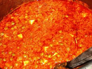fromage indien paneer cuisiné, mariné, en sauce