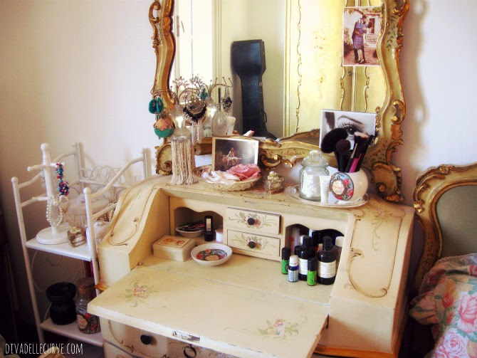 toletta vintage angolo trucco makeup shabby chic