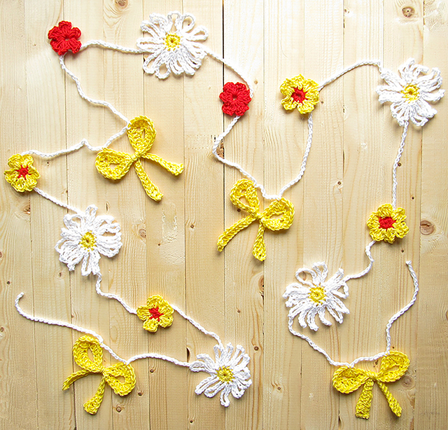 Crochet Daisy Garland for Spring