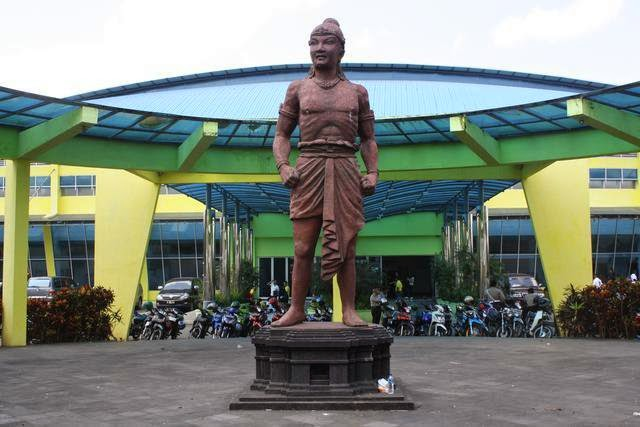 The statue of Ken Anggrok