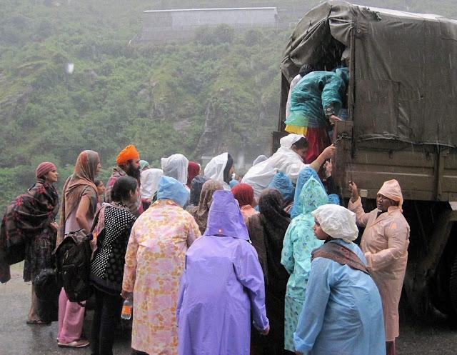 வெள்ள நிவாரணப் பணிகள்-கேதர்நாத்..படங்கள் இணைப்பு Floods.+Rescue+31.