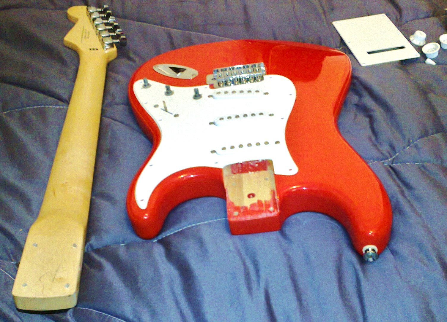 Pimp My Squier Bullet Guitar Dreamer Fender Strat Wiring Diagram 1994 This Fiesta Red Was Finished In A Much More Accurate Ferrari Colour While The Old Frd Model Had Faded Pinky Candy Apple Type