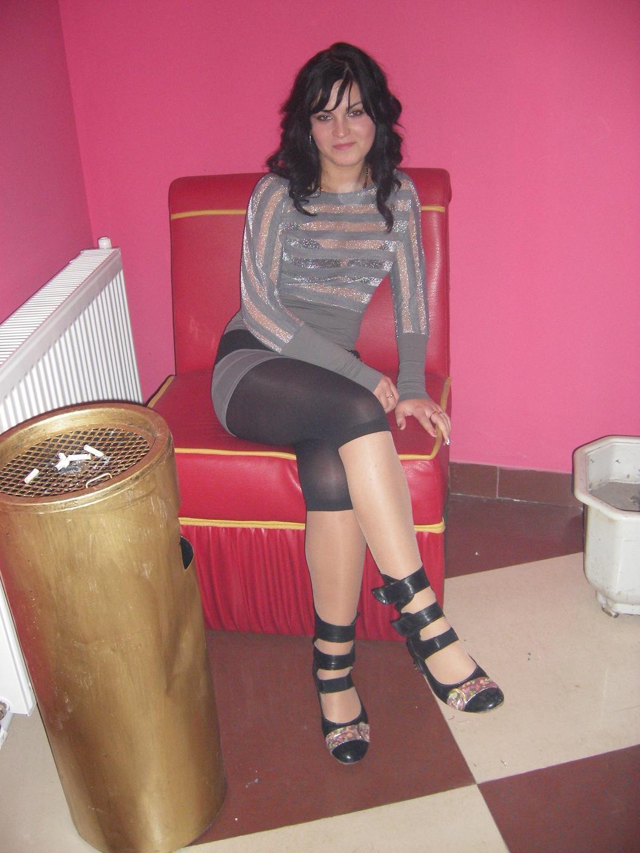 http://2.bp.blogspot.com/-vslDp5rdIXg/T_prx49aosI/AAAAAAAABd4/8-nMmAuPnv0/s1600/sexy+young+girl++legs+in+sheer+leggings.jpg