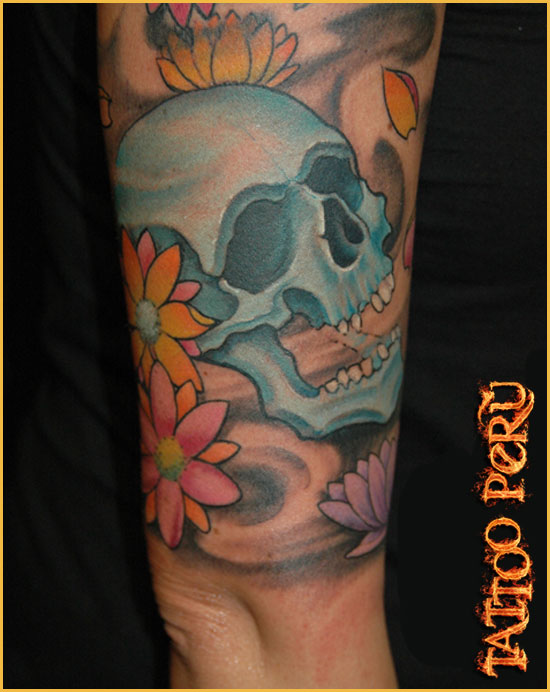 Tipos de Aros para Piercing o Perforaciones. 01_tatuaje_craneo_y_flores