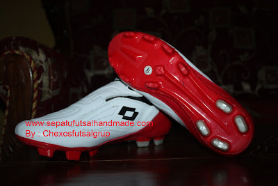 Sepatu Sepak Bola Handmade Lotto Zerro Gravity Merah/putih out sole