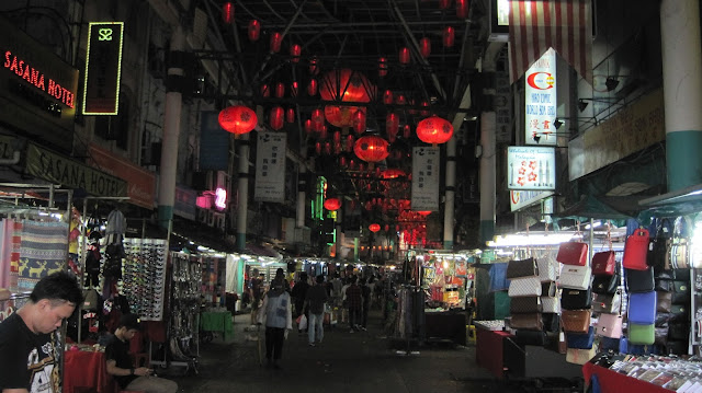 Noche en las calles del Barrio Chino de Kuala Lumpur