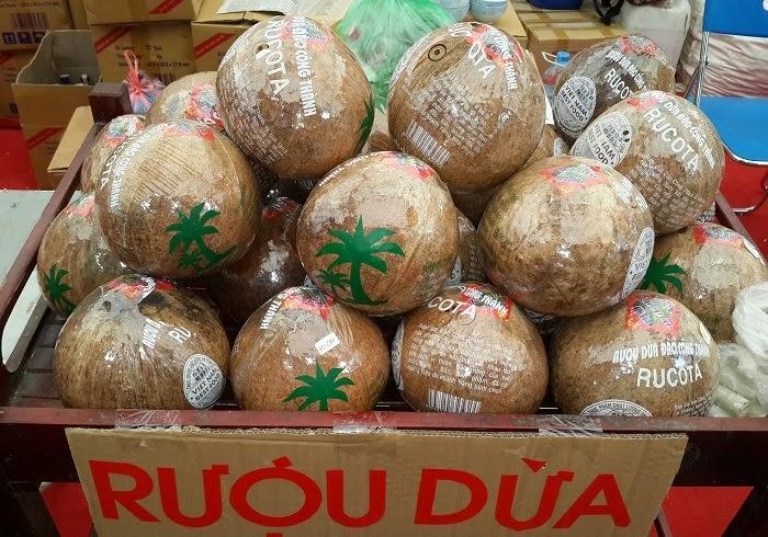 Rượu dừa món quà ý nghĩa trong ngày tết
