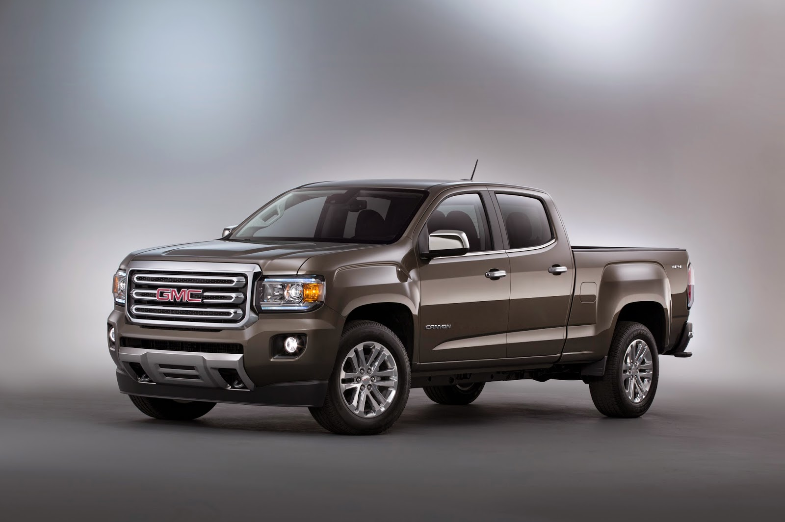 2015 gmc canyon crew cab short box sle 4wd the newest worthy player in the midsize truck segment