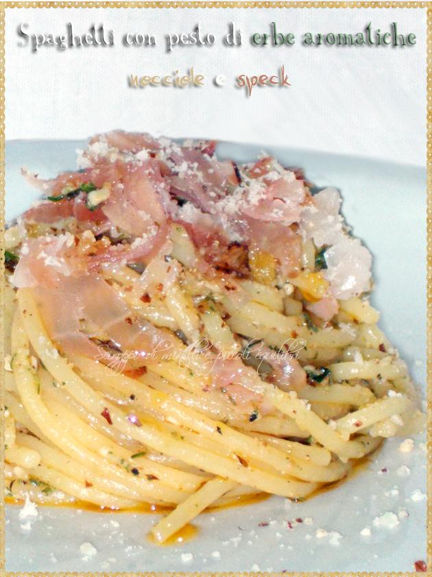 Spaghetti con pesto di erbe aromatiche, nocciole e speck