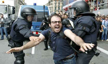 ''Esta é a sua democracia'': porradas e balas de borracha contra acampamento pacífico