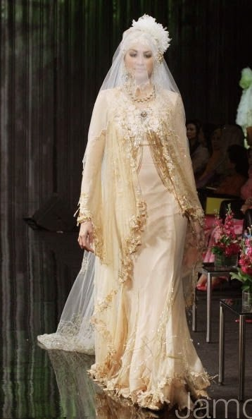 Sewa pakaian atau busana atau baju pengantin songket, dan