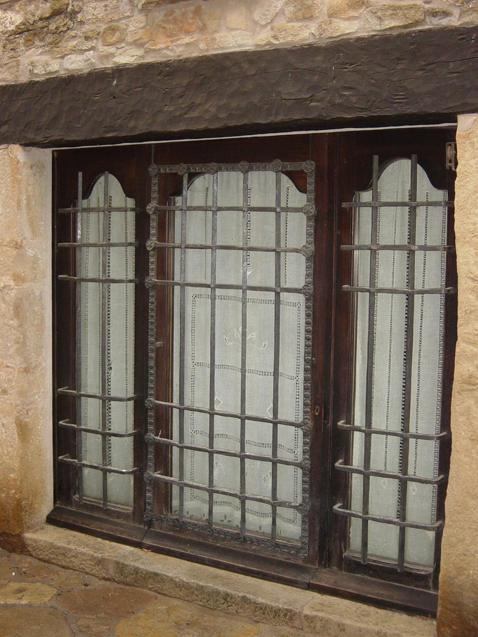 Rejas para ventanas rejas para puertas cerrajer a frica for Modelos de puertas