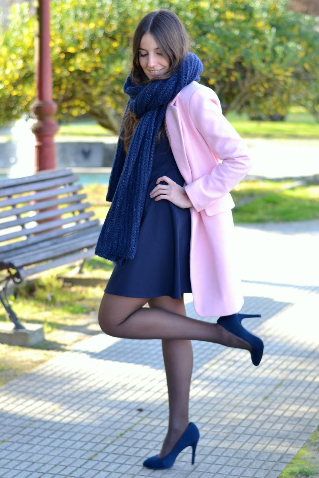 abrigo rosa con azul
