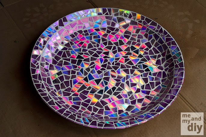DIY Mosaic Tile Birdbath With Recycled DVDs !