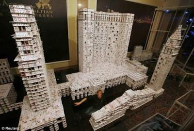 撲克牌建築(世界上最大的撲克牌建築)