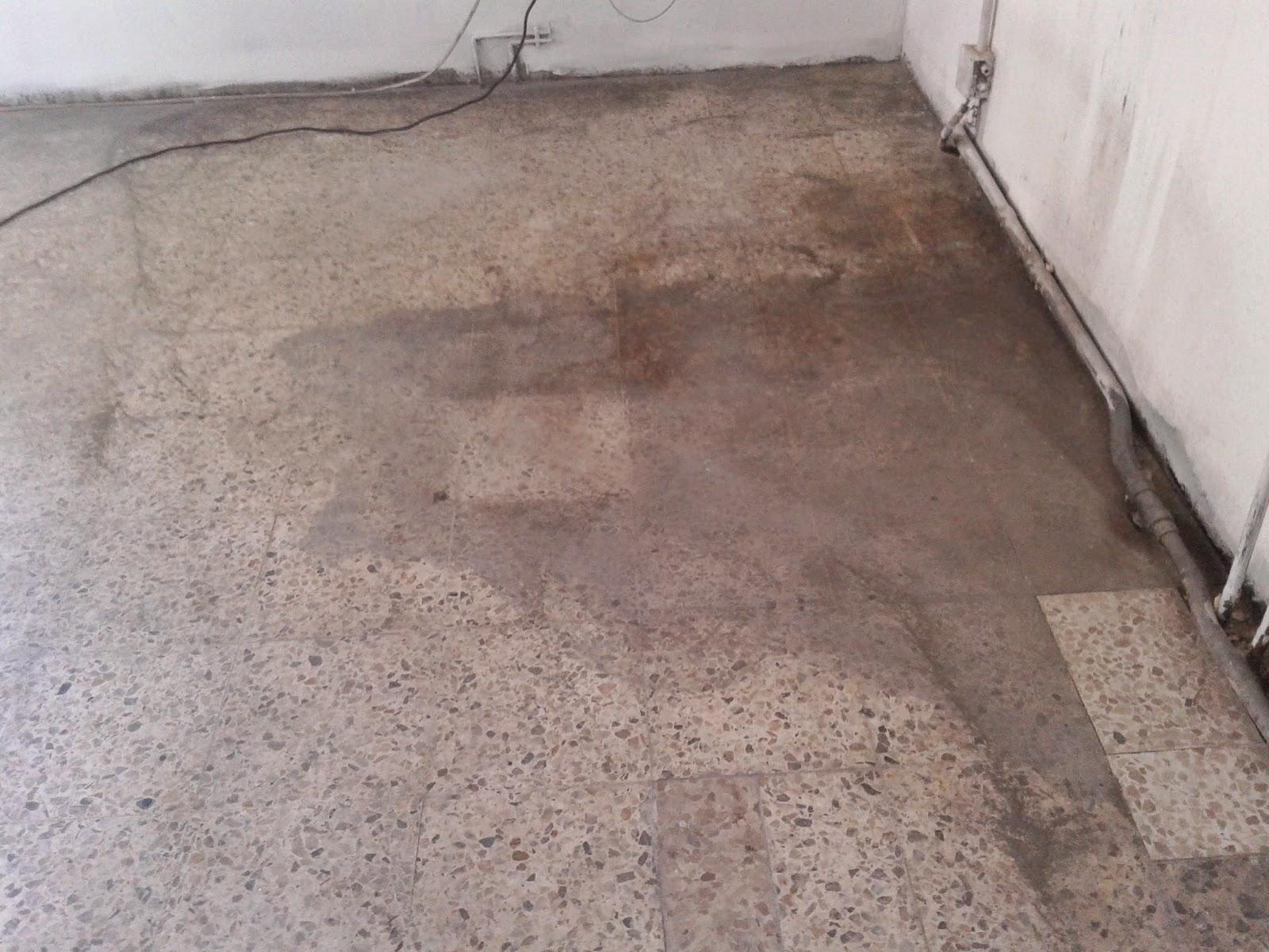 Suelo de terrazo estropeado