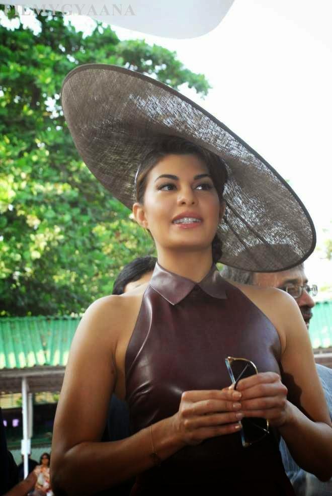 Jacqueline Fernandez Hot Wallpapers In Short Dress