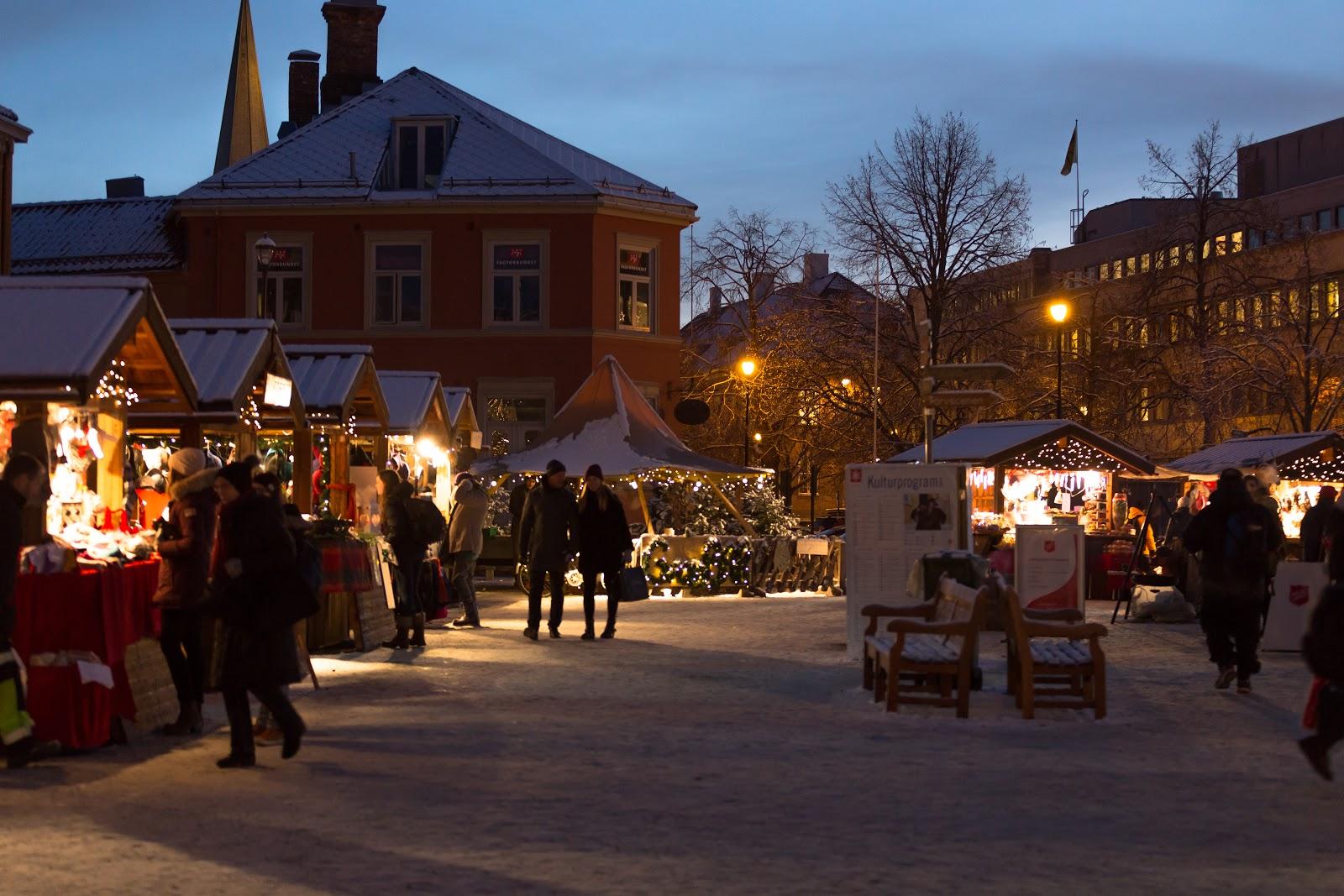 Trondheim's Market Square Christmas Market or Julemarkedet. Photo: Sven-Erik Knoff | www.fotoknoff.no
