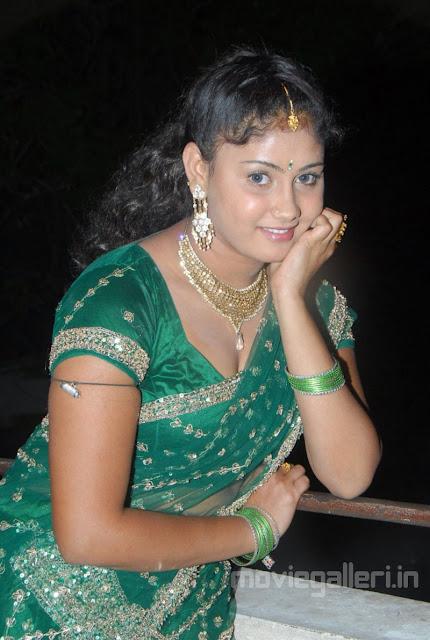 http://2.bp.blogspot.com/-vueD5tzk4TE/TVT6cBvxb_I/AAAAAAAAFEw/xIO1X2QFXZc/s1600/actress_amrutha_valli_hot_pics_photos_stills_16.jpg