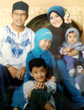 Keluarga Besar Ustadz Uje | KUMPULAN BERITA SELEBRITIS