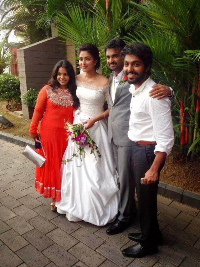 Amala Paul & AL Vijay officially engaged !