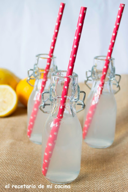 agua al aroma de limón