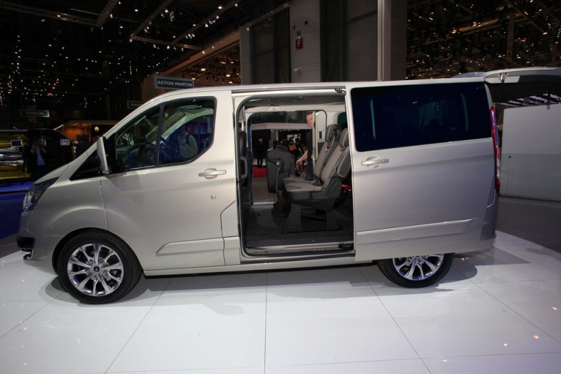 2013 ford transit shows the new generation tourneo custom. Black Bedroom Furniture Sets. Home Design Ideas