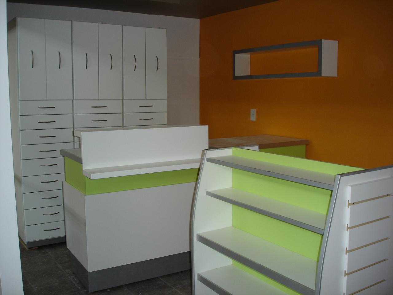 Dise o de mobiliario muebles para farmacias for Mobiliario de diseno