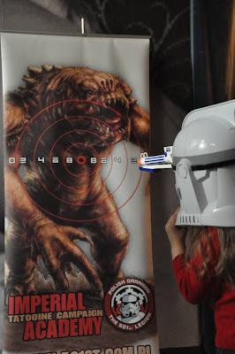 imperialna rekrutka strzela do gwiezdnych potworow