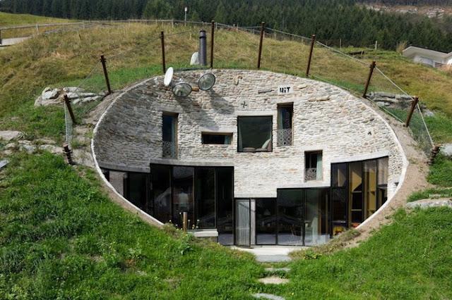 Необычный дом в земле