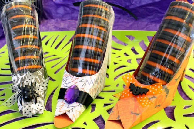 Halloween: Free Printable Paper Shoes.
