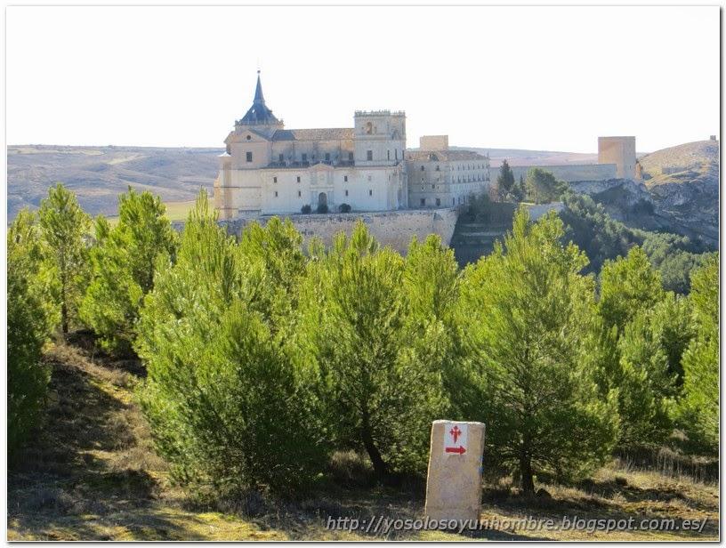 Vista del monasterio desde el camino