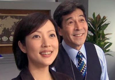 Kinoshita and Dazai smile out of the window.