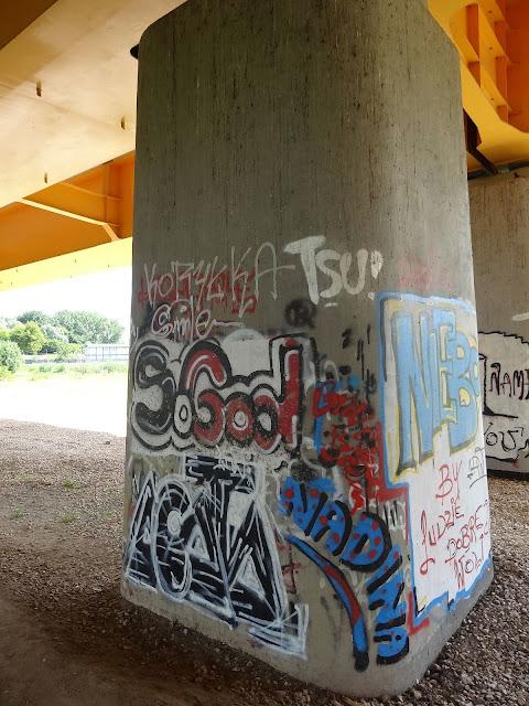 Graffiti Trasy Siekierkowskiej.