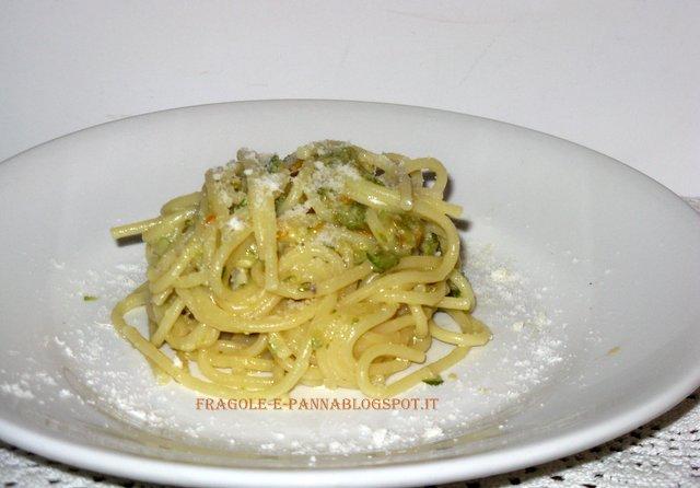 spaghetti alla carbonara con  zucchine e fiori