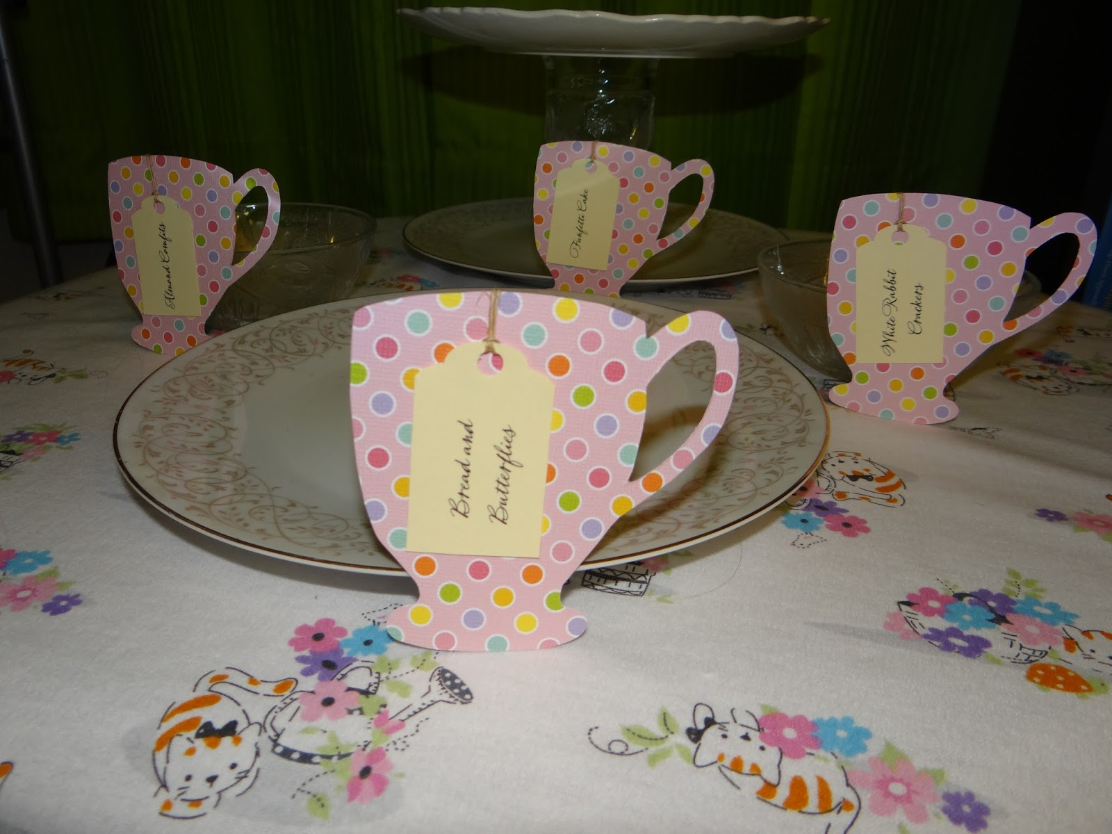 Amber 39 s craft a week blog teacup tags and snack ideas for for Alice in wonderland crafts