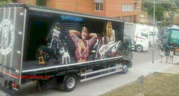 graffitis pintados en camión