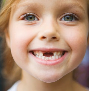 7 Steps to remove a Child's Loose Tooth 1
