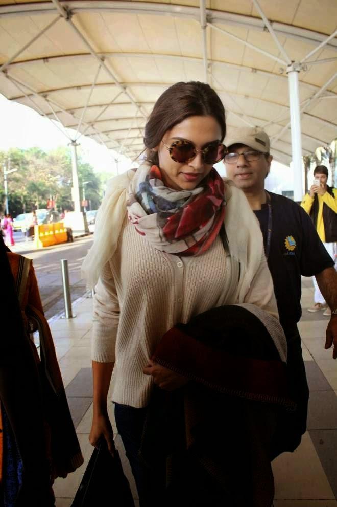 Deepika Padukone Spotted At Mumbai Domestic Airport Photos