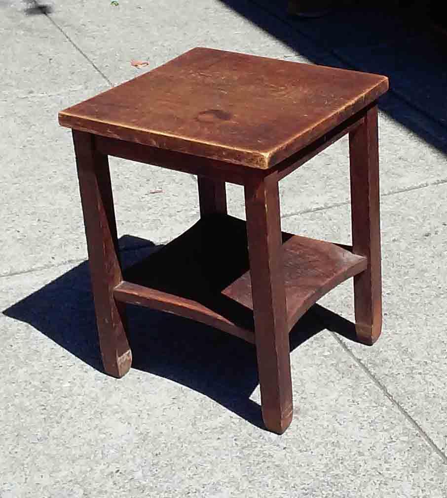 Uhuru furniture collectibles sold short misssion oak for Short end table