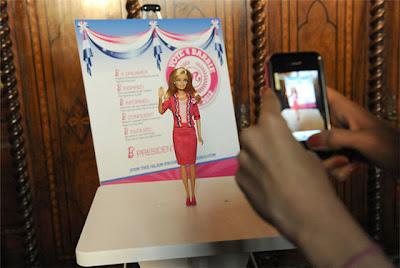 http://yonomeaburro.blogspot.com.es/2012/04/barbie-muneca-presidenta.html