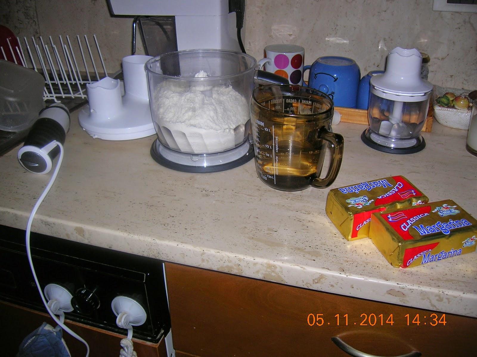 fagottini rustici  di pasta sfoglia  fatta  in casa  farciti con mele e marmelata