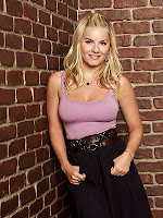 Elisha Cuthbert gets bouncy in the new season of Happy Endings
