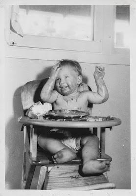 messy-baby-feeding