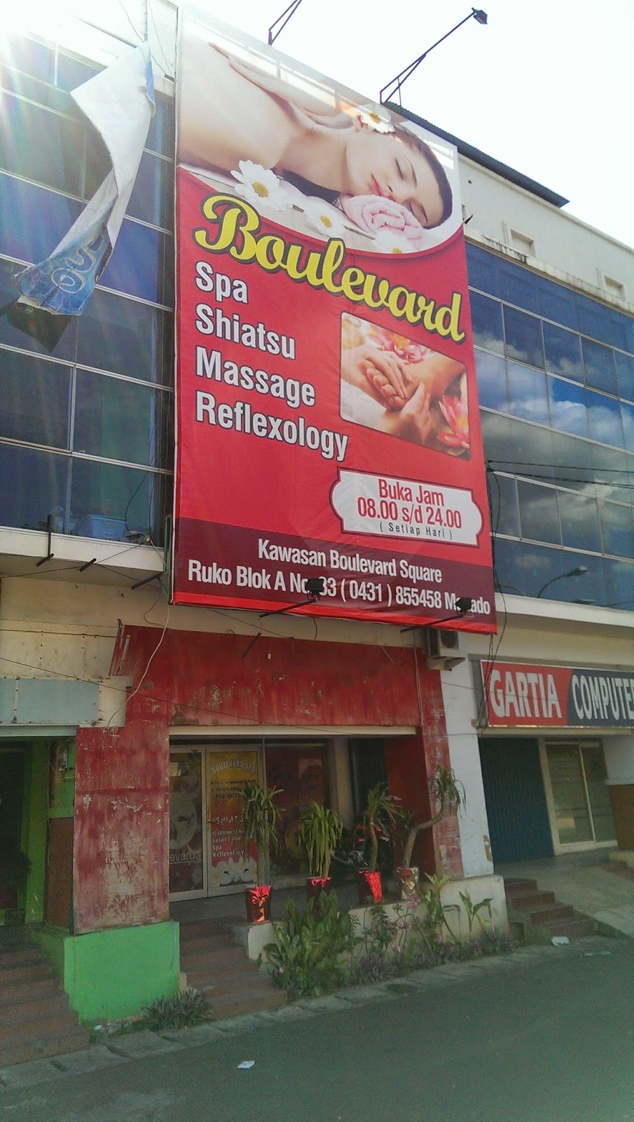 Boulevard Spa Manado (in front of Manado Quality Hotel ...