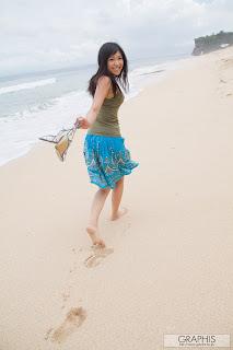 Nana-Ogura-Visit-Bali-Beach