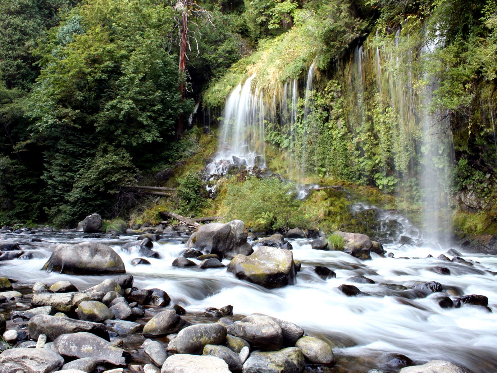 http://2.bp.blogspot.com/-vx49DWgbZ88/T2891Por4xI/AAAAAAAAAG0/UOvE9_gZoMA/s1600/2487-photography_waterfall_wallpaper.jpg