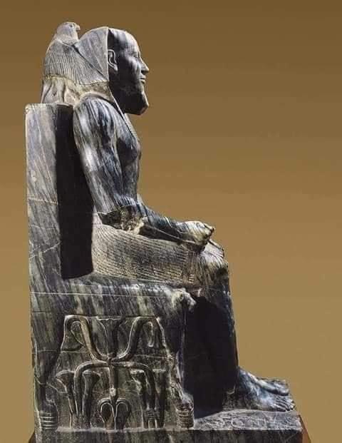 تمثال الملك خفرع ابن الملك خوفو و صاحب الهرم التاني
